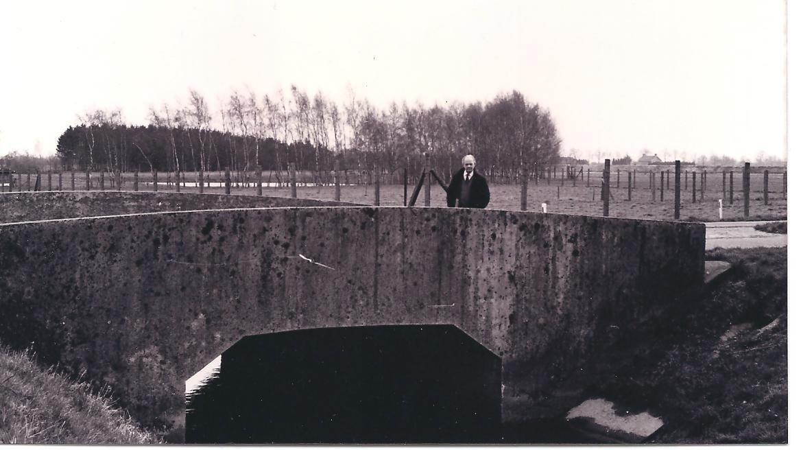 1980 P. Maas bij brug in Swartbroek-Tungelroy